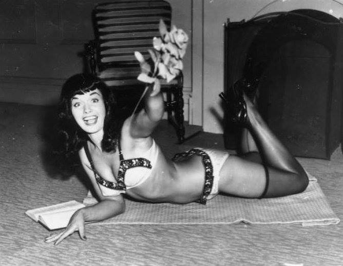 Happy Father's Day, Daddios! 💐🙌🏽😘 #BettiePage #FathersDay #1950s qqfFGfUgNa
