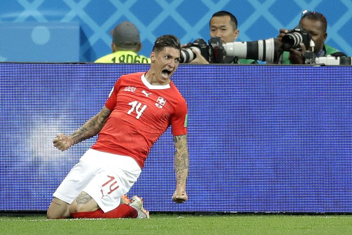 @BroadcastImagem: Steven Zuber, da Suíça, comemora seu gol marcado sobre o Brasil em Rostov. Felipe Dana/AP