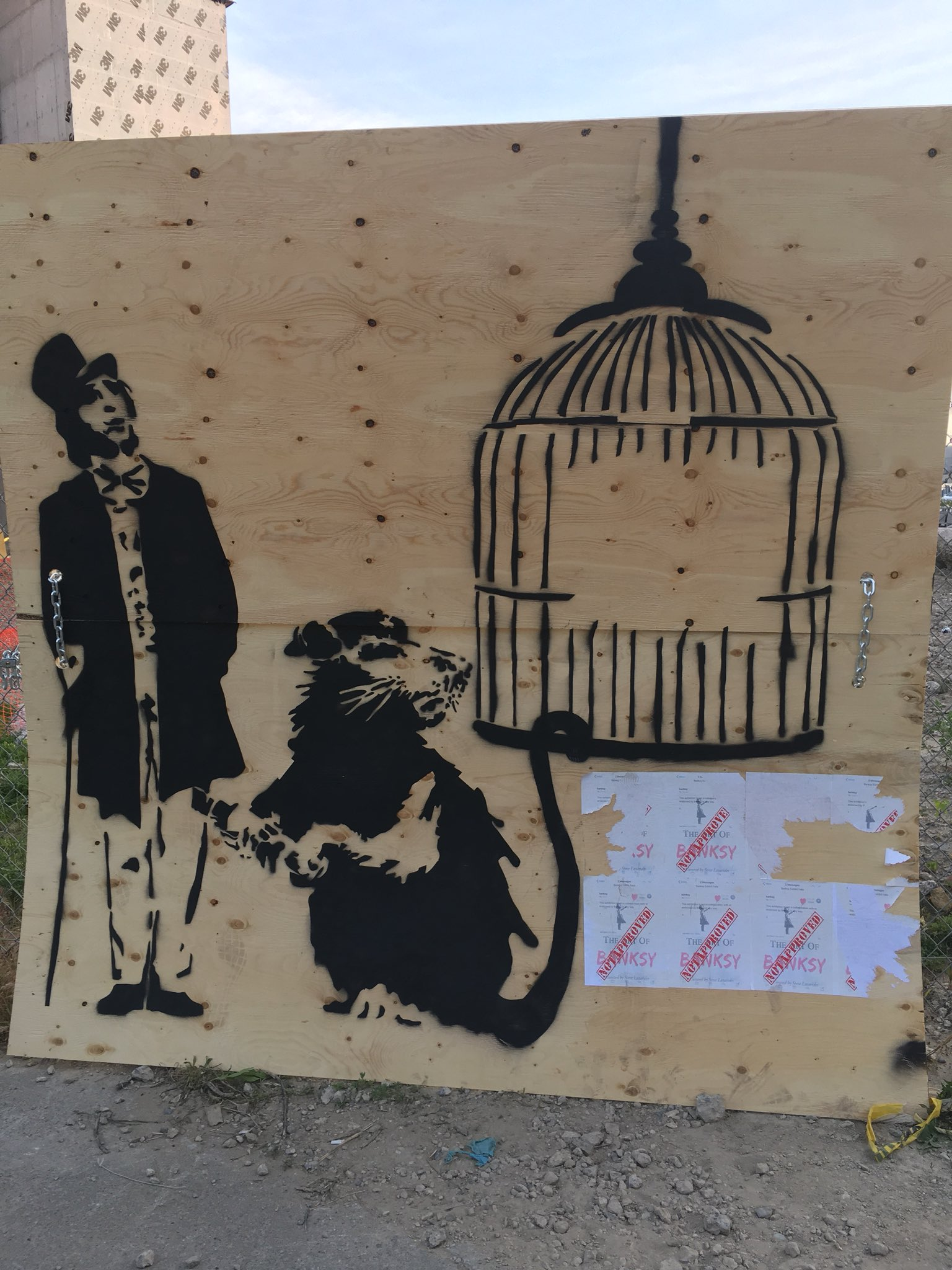 Real Banksy? #banksy #banksytoronto #cp24 #notapproved #toronto https://t.co/5iET8et6Ol