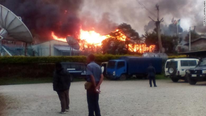 Papua New Guinea declares 9-month state of emergency due to riots https://t.co/lIUmvxoYn8 https://t.co/vIuQGJiHwe