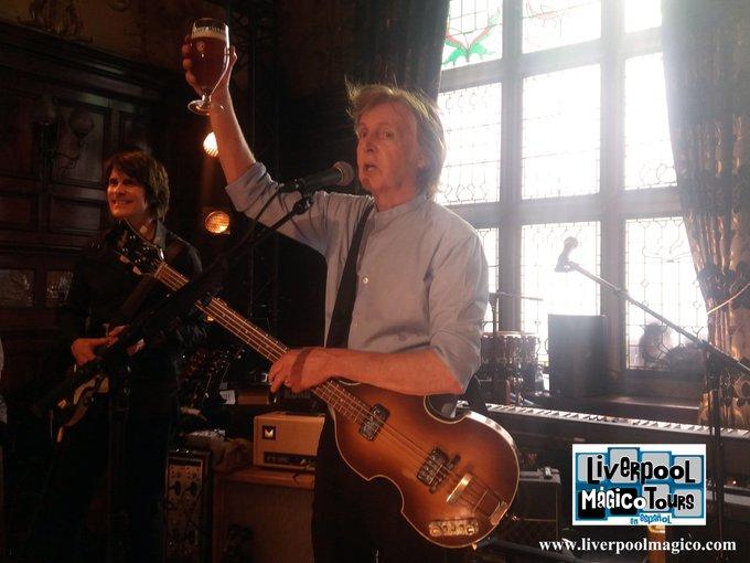 ¡Feliz cumpleaños Sir Paul McCartney! Happy Birthday! Cheers!