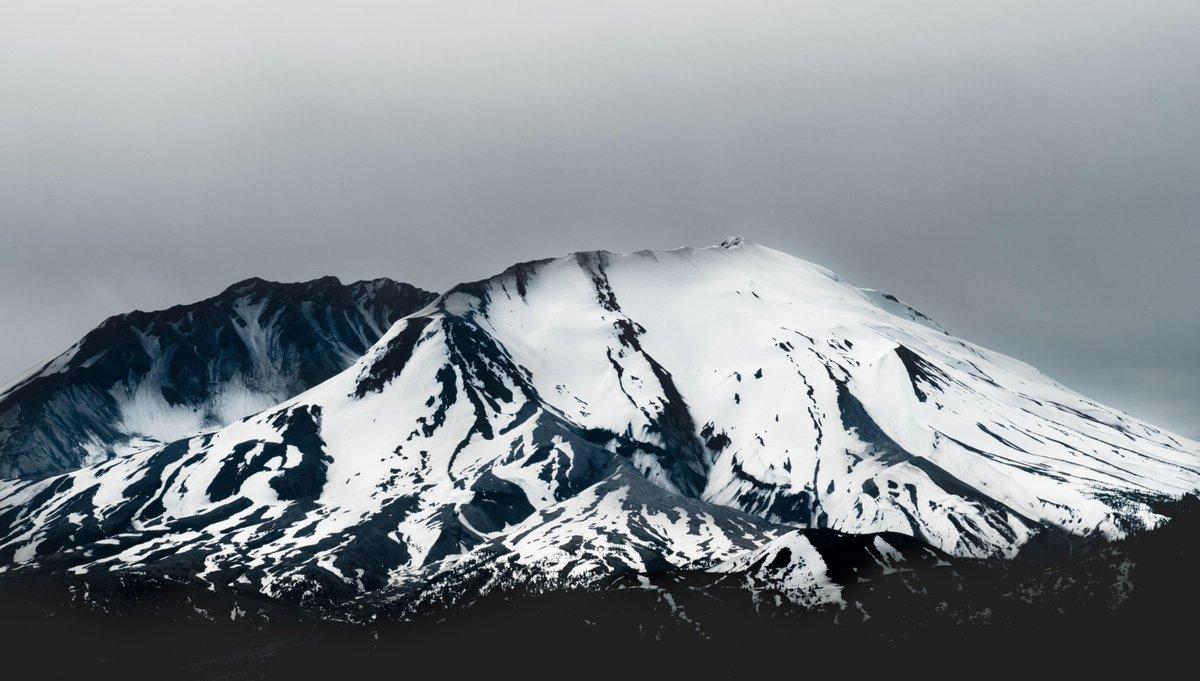 Very nice view of Mount St. Helens: https://t.co/7N4LJ5KKUG https://t.co/zBhIWmtjS4