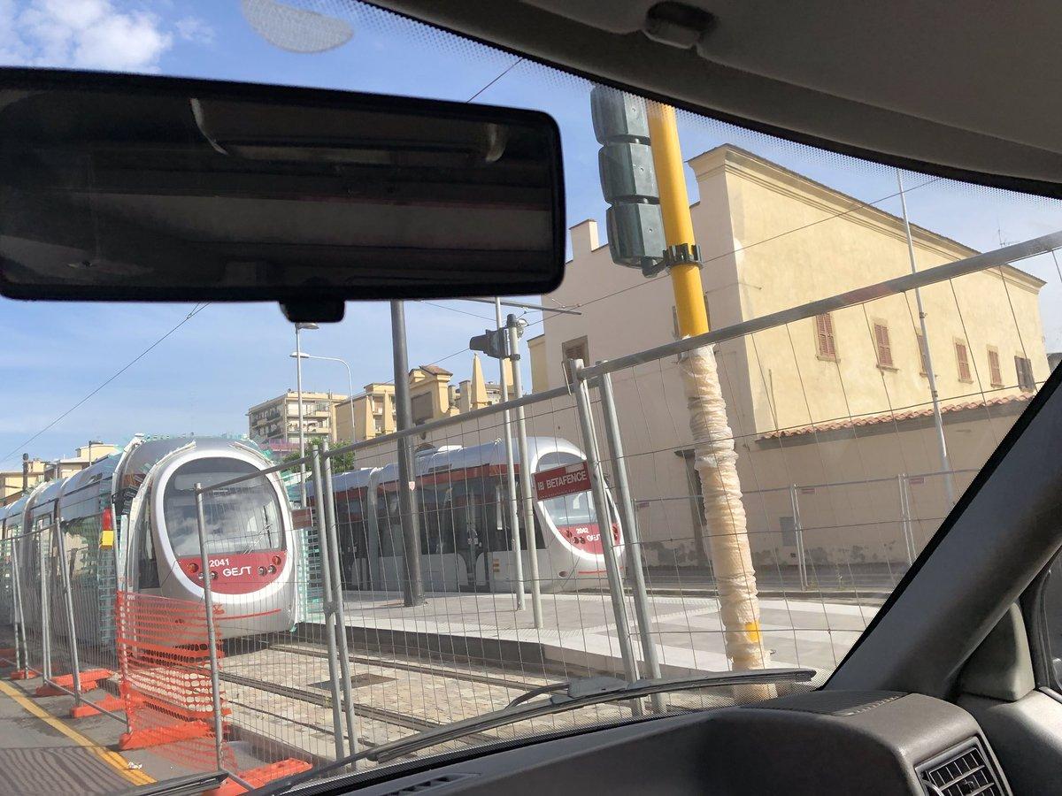 "RT @kappaTI: son arrivate #tramvia #linea2 #Firenze #Novoli https://t.co/Veq9NLcAa6<a target=""_blank"" href=""https://t.co/Veq9NLcAa6""><br><b>Vai a Twitter<b></a>"