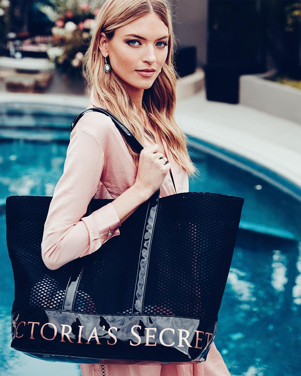 This weekender is FREE today when you spend $65 in ???????? stores! 6.8 only. https://t.co/p5MMHFPXvJ #VSSemiAnnualSale https://t.co/4a5V8mm2DN