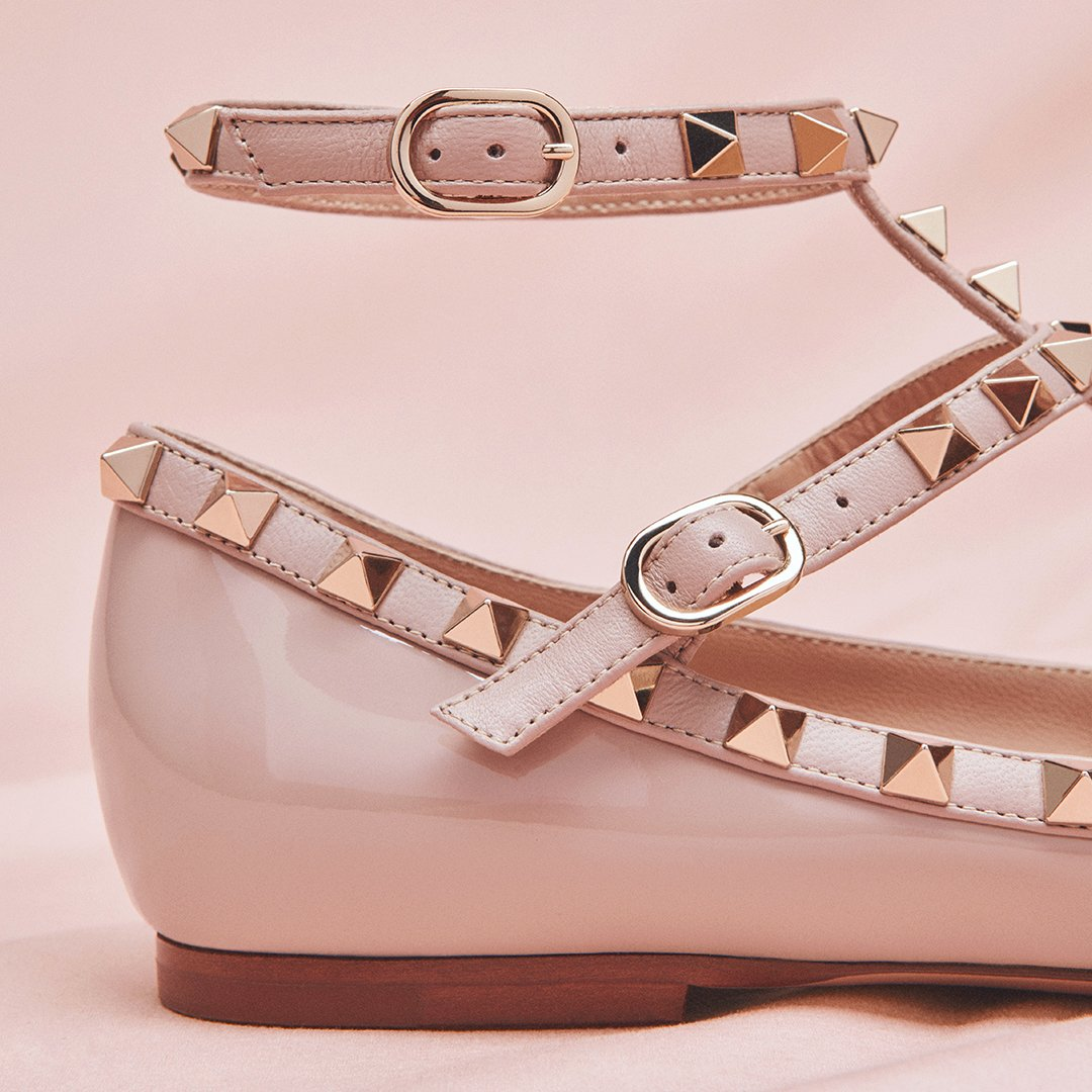 Set your sight on the Valentino Garavani #Rockstud ballerina in patent leather, designed by #PierpaoloPiccioli. https://t.co/bftCZtcNlQ
