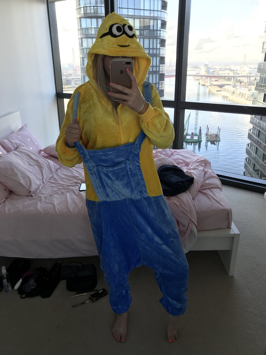 The perfect outfit does not exi.....  😂😂😂 #thenakedlady #ellyselowe #minions fOx8SZXTp