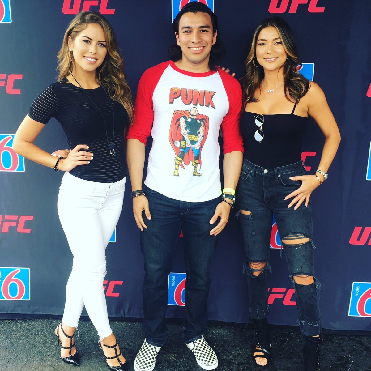 RT @titomedrano90: So I met this beautiful ladies, for the first time @BrittneyPalmer & @AriannyCeleste #UFC225 https://t.co/bksKlx6RC8