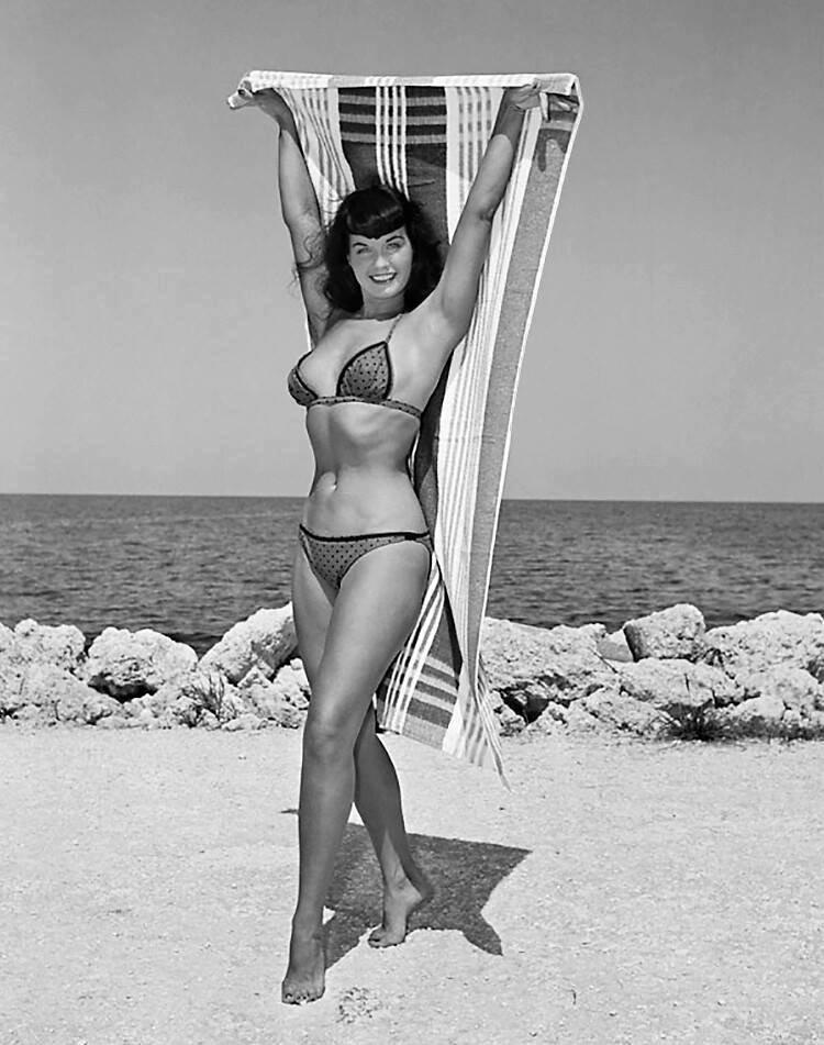 Beauty & the beach 🏖💦☀️ #BettiePage #pinup #beach 3kRhncIdwx