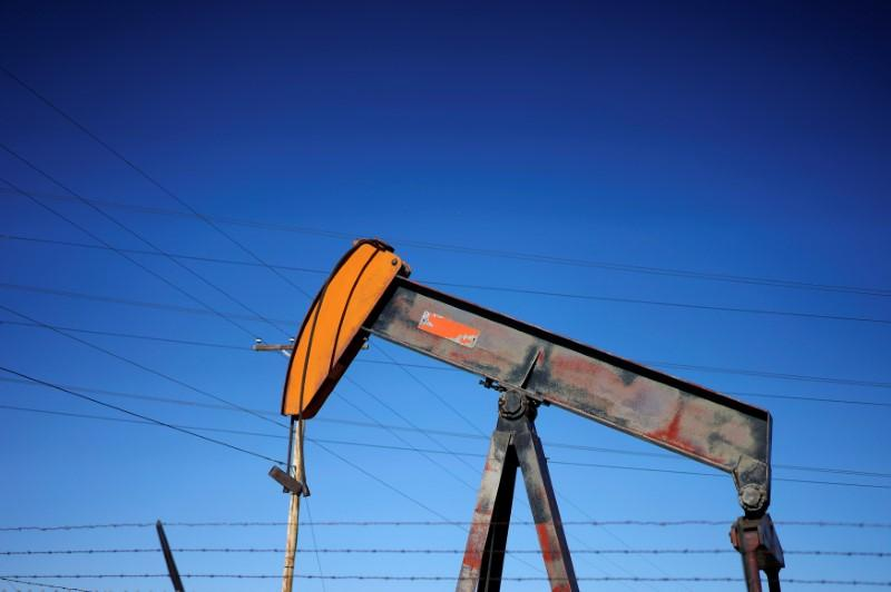 Oil prices dip on rising supplies from U.S., Russia