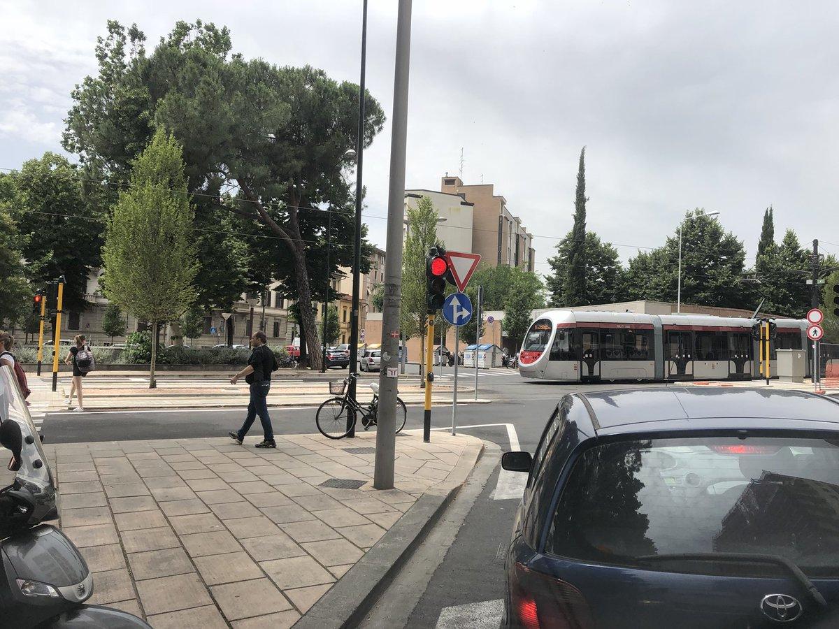 "RT @kappaTI: #tramvia in piazza leopoldo #Firenze https://t.co/tij8bdXl3g<a target=""_blank"" href=""https://t.co/tij8bdXl3g""><br><b>Vai a Twitter<b></a>"