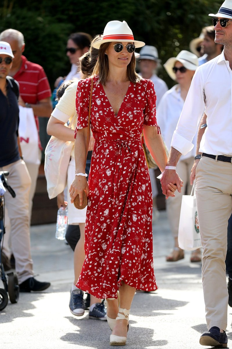 Pippa Middleton wearing a #Polo print crepe wrap dress at the French Open in Paris, France. https://t.co/M7xxrxrhsl