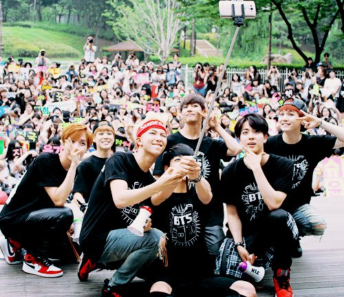 RT @absolutejeon: look how far they've come! never stop chasing your dream💜 @BTS_twt   #5thFlowerPathWithBTS https://t.co/ZWjaUXry3q