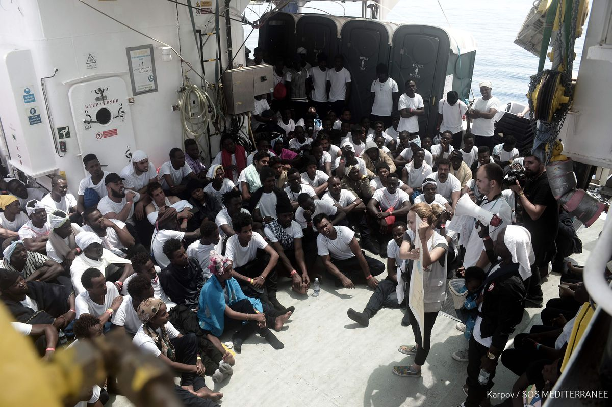 Migrants transferred to Italian ships for trip to Spain