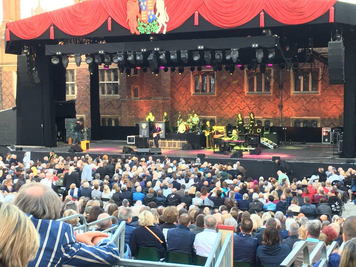 Not your average gig !!   @JBONAMASSA live at Hampton Court Palace - beautiful 🎸 https://t.co/ovrERsFt0O