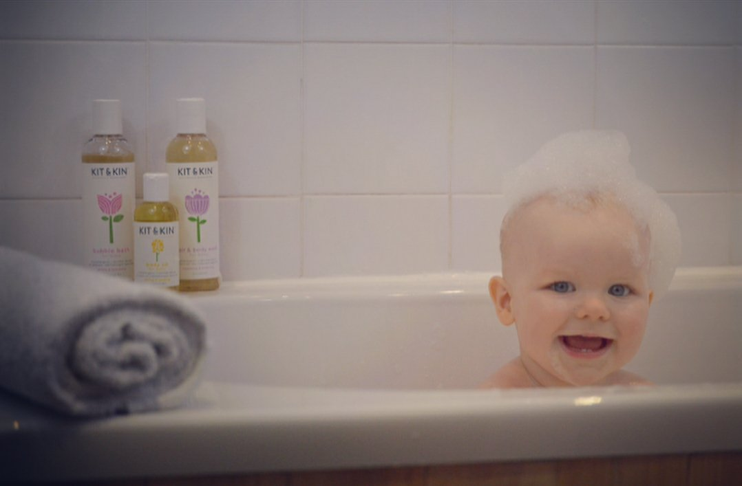 RT @KitandKinUK: Happiest when covered in bubbles ❤ ???? | #repost @daddies2george https://t.co/deIy9V7stC