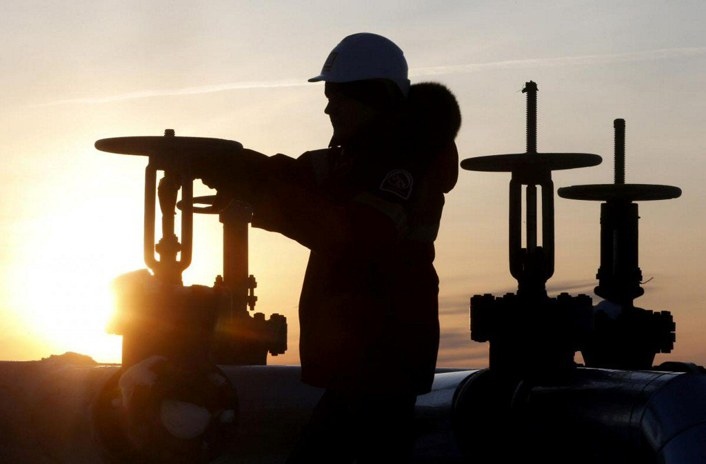 Iran, other dissenters complicate OPEC oil output boost: sources