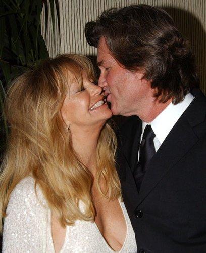 Long Lasting Celebrity Marriages - https://t.co/WVqY9H6HjM https://t.co/3EGdmHdgIg