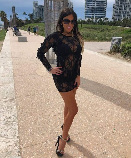 RT @ankurmittal124: Black is the color @ClaudiaRomani https://t.co/EybY3qrRWY