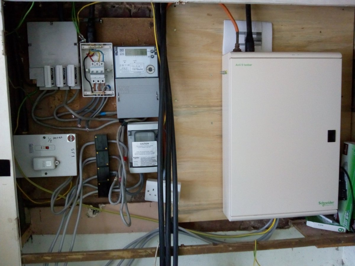 test Twitter Media - Today's aim is to move the mess on the left into the nice @SchneiderElec board on the right. Then we might be able to get the meter moved...so I can move the board on the right, left a bit. Geez. #Electrical #IFixStuffWithWires https://t.co/95dBJon6ag
