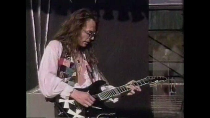 Happy birthday to former Queensryche guitarist Chris DeGarmo.