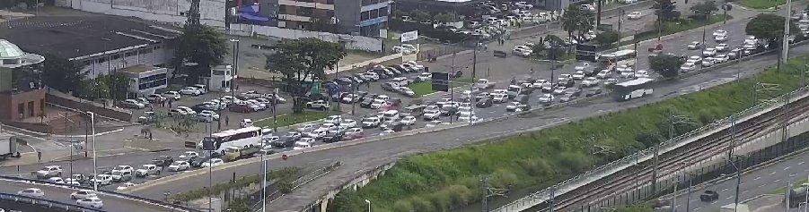 #Trânsito intenso na Avenida ACM, nas proximidades GBarbosa, sentido Shopping da Bahia. Foto: SSP-BA. https://t.co/wGQP9Fm4pM