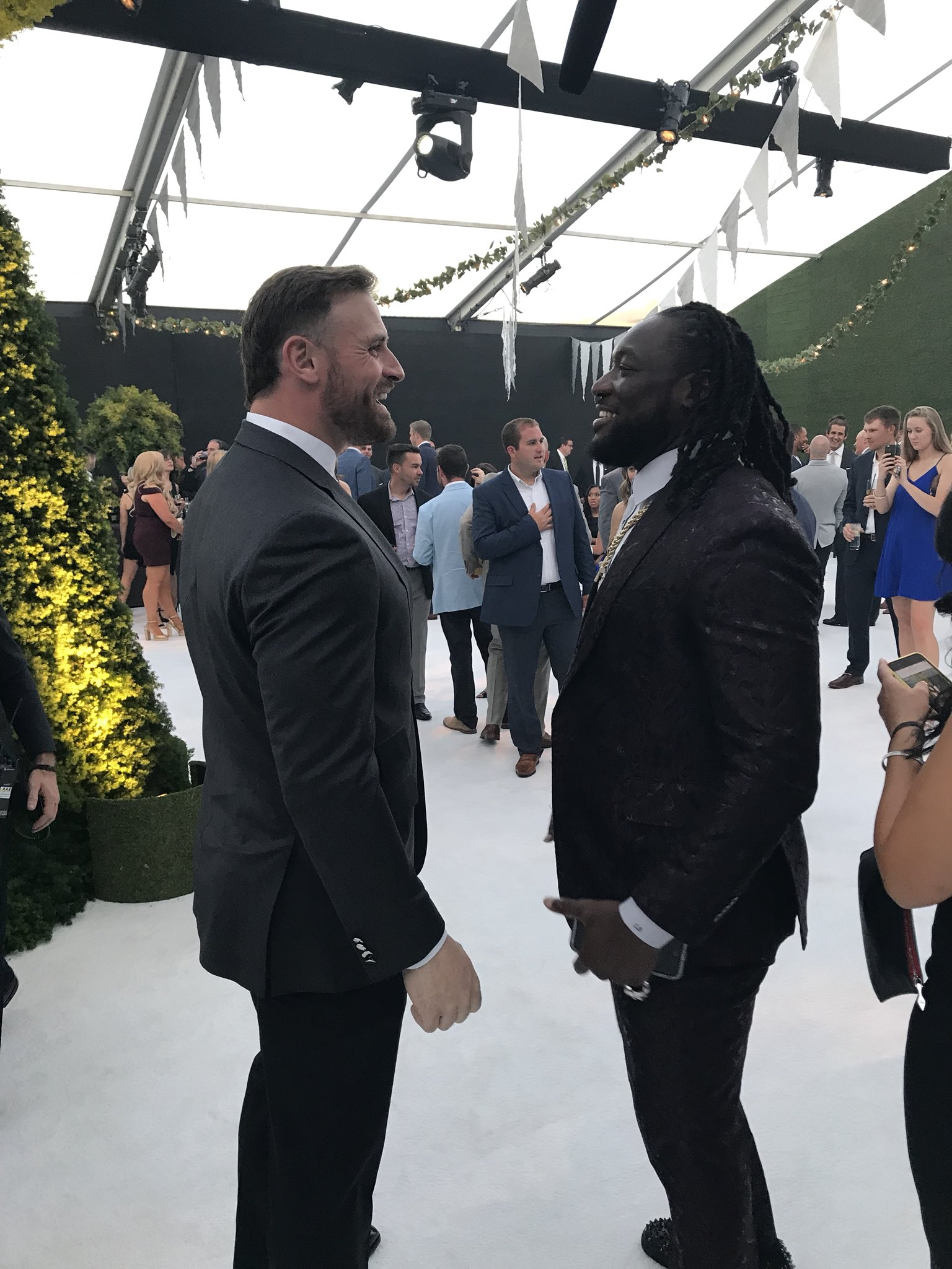 .@JOEL9ONE and @LG_Blount, a Championship reunion.   #FlyEaglesFly https://t.co/ekTO90Gt4A