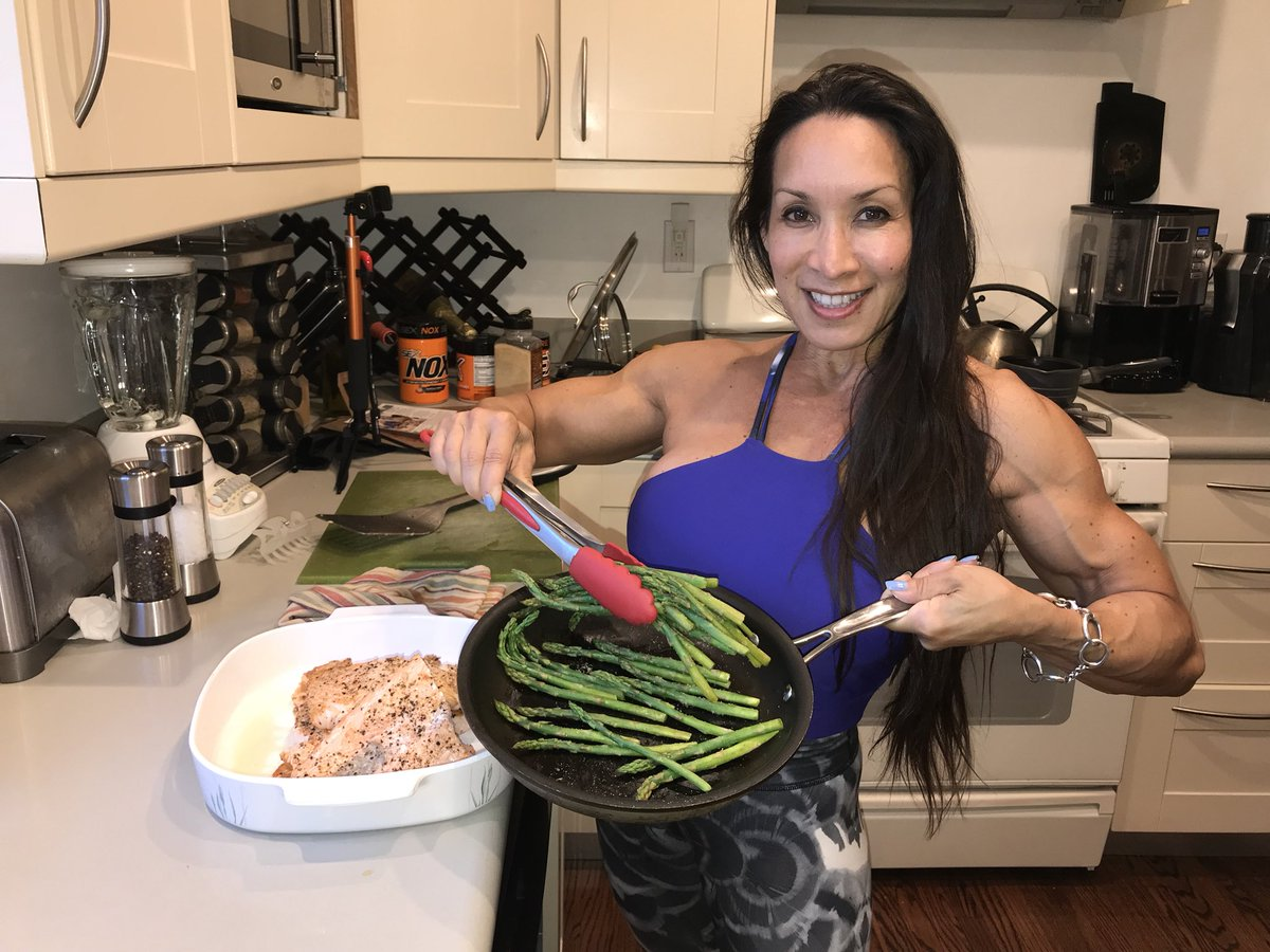 1 pic. Dinner is ready! Salmon with asparagus Yum Yum 😋  #bodybuilding #health #fitness #food #fbb #missfit4life