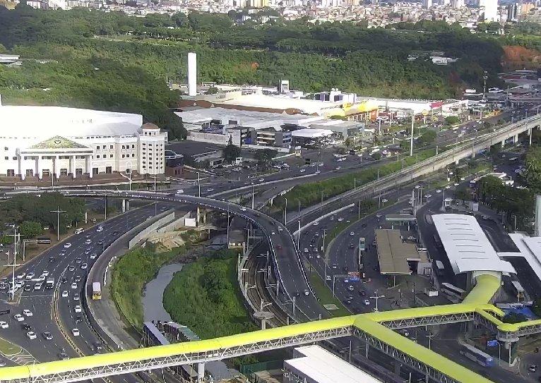 RT @Transalvador1: #Trânsito livre: • Avenida ACM e imediações da rodoviária. • Ligação Iguatemi-Paralela (LIP). https://t.co/sPBgWJOND7