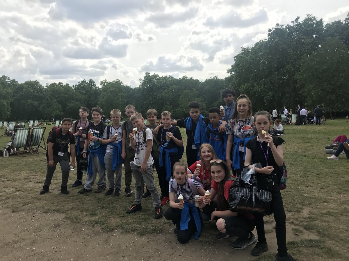test Twitter Media - Ice cream in Green Park and visiting Buckingham Palace. 🍦👑 https://t.co/WPTK70Xyxb