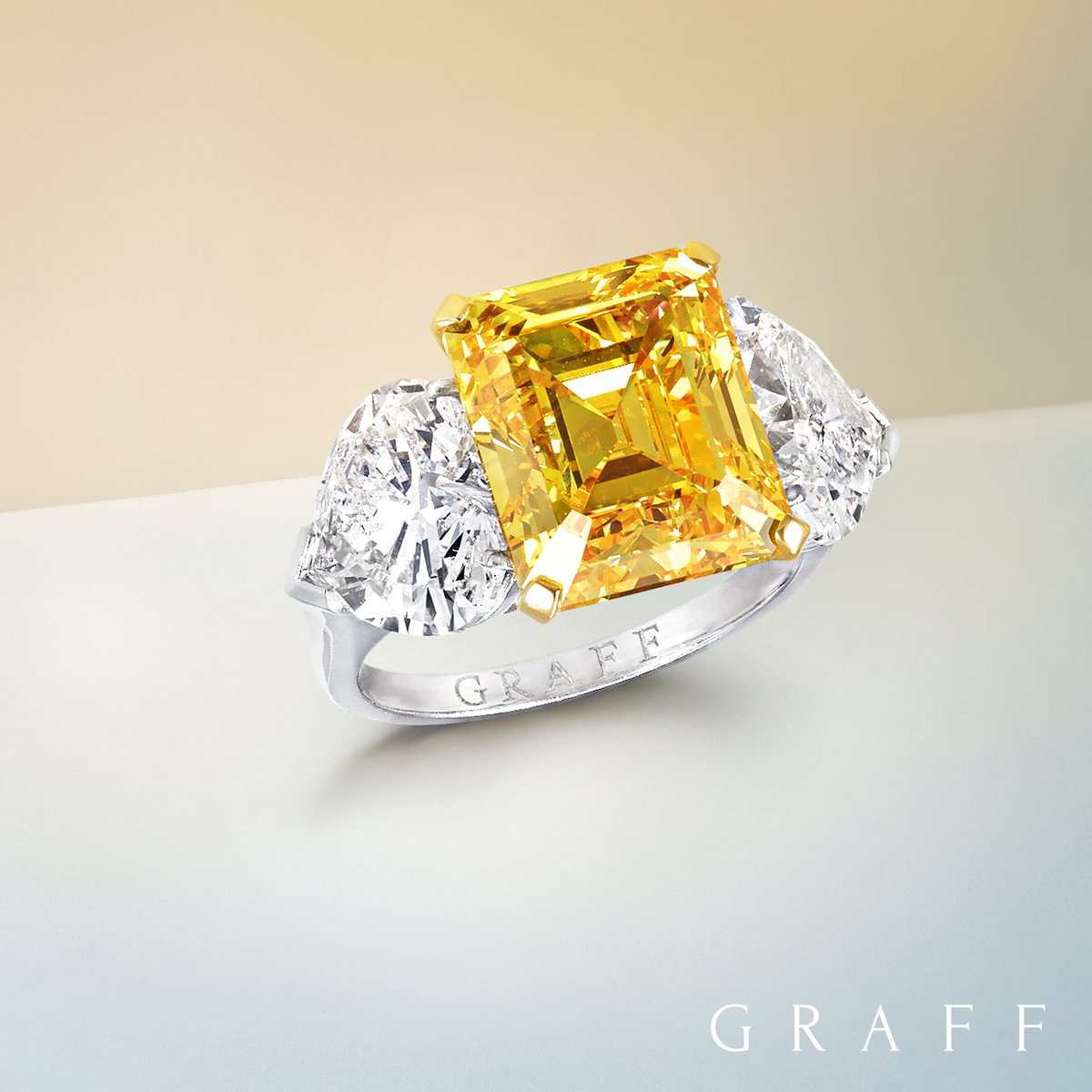 Shades of Summer. Bask in the beauty of the finest yellow diamonds: https://t.co/u1KIburxAc https://t.co/8MG4gAZ9h1