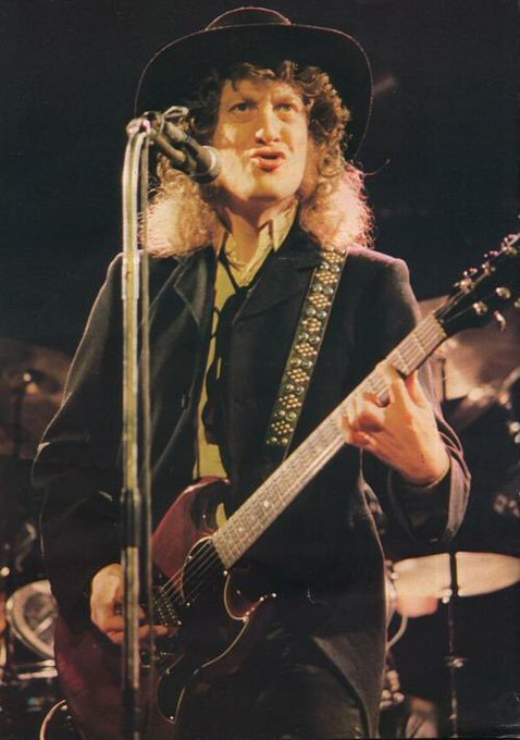Happy 72 birthday to the legend that is Noddy Holder