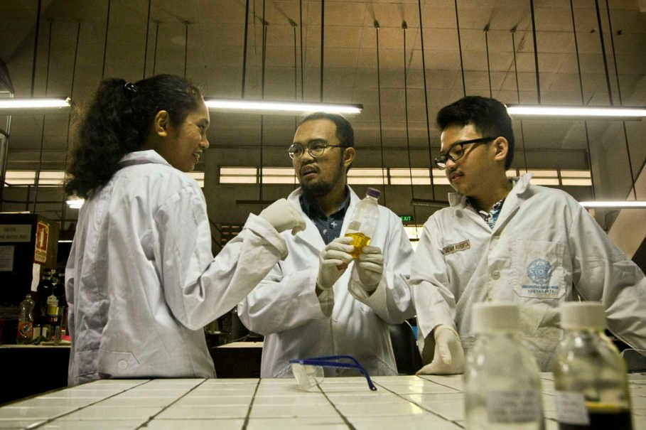 test Twitter Media - Indonesian Students Turn #Plastic Waste Into #Clean #Energy https://t.co/FS7ZxjzeJo via @thejakartaglobe  #carbon https://t.co/4MDRnHRhnU