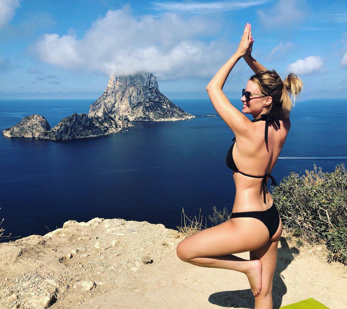 Bit of yoga up at #EsVedra #Ibiza today!  ????????♀️????????♀️ https://t.co/K3KXAzCyFS