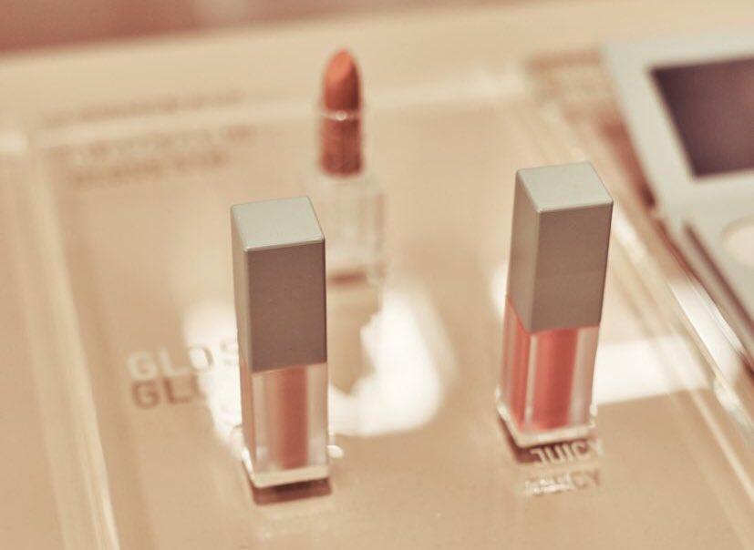 Shop #KKWXMARIO Lip Glosses in Juicy and Super Nude: https://t.co/dsIzVugZXG https://t.co/8UyBCPaYKU