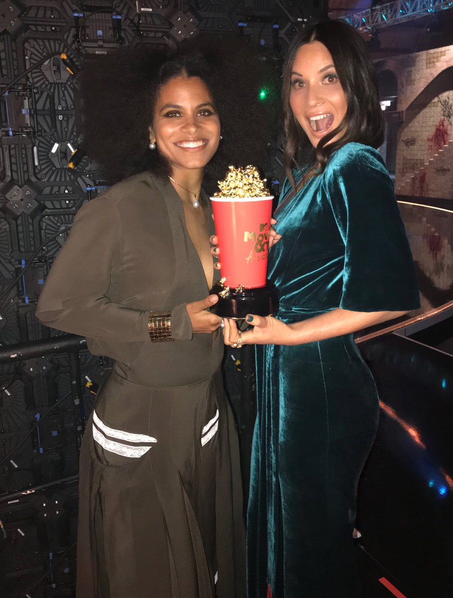 Presenting the #MTVawards Best Hero with the lovely #ZazieBeetz ????Tune in tonight at 9/8c on @MTV https://t.co/yoZ2U9ZHZy