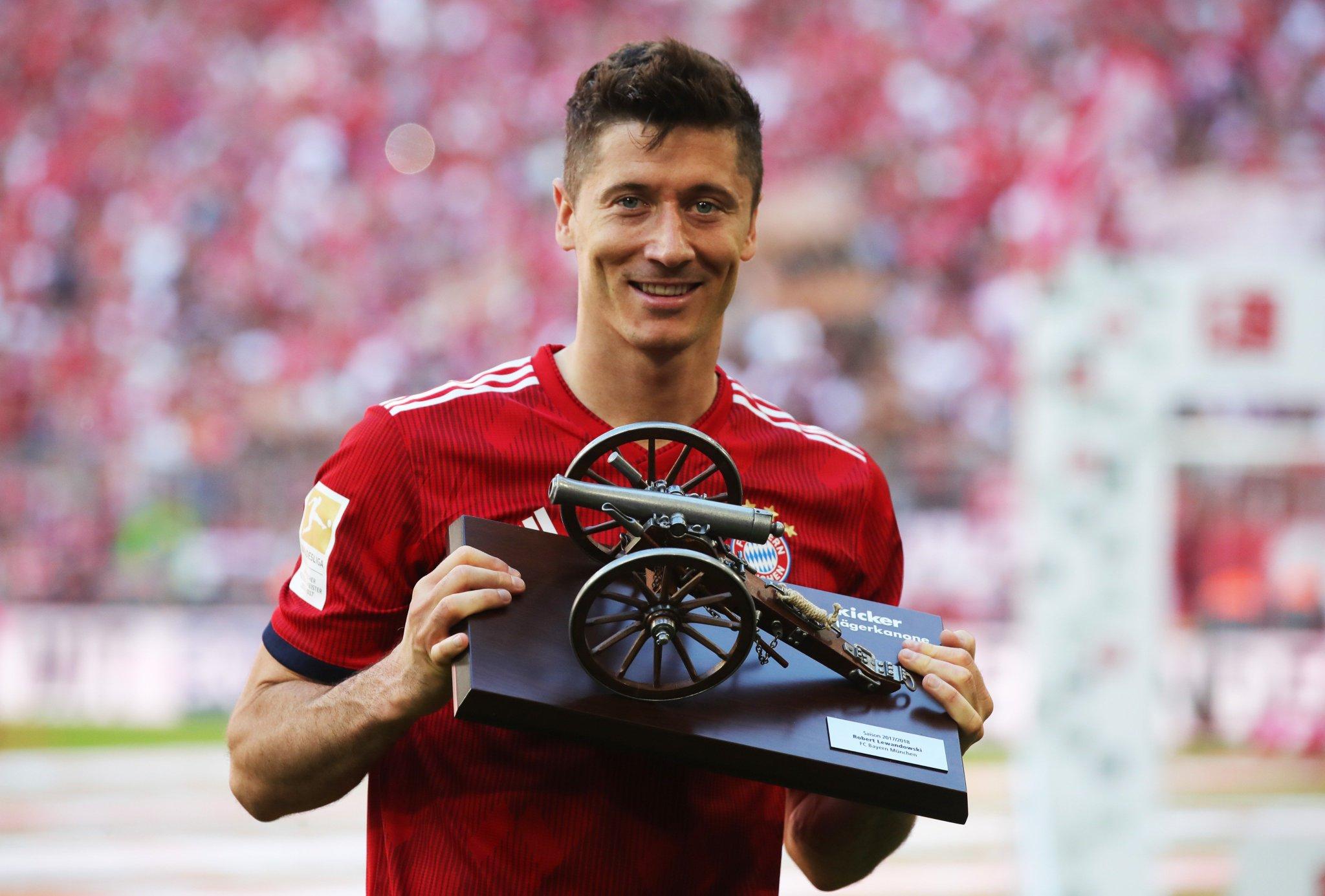 ���� Robert Lewandowski ��  Bundesliga top scorer ✔️ World Cup Golden Boot? ��  #UCL https://t.co/W9takOs4RM