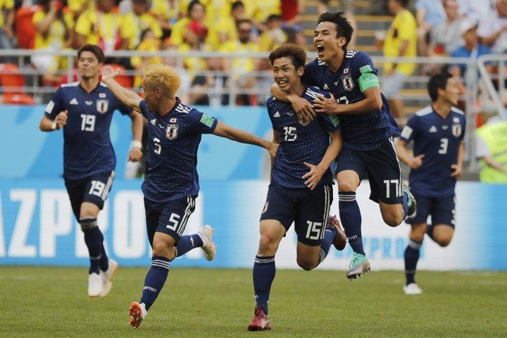 @BroadcastImagem: Japão vence Colômbia por 2 a 1 em jogo com a primeira expulsão da Copa. Eugene Hoshiko/AP