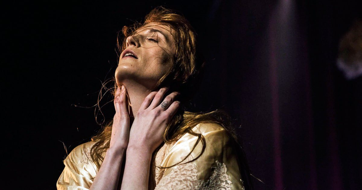 """Florence and the Machine take getting ghosted on text to another level on new song """"Big God"""" https://t.co/bI7JMtu2ng https://t.co/s1I1t8hpYT"""