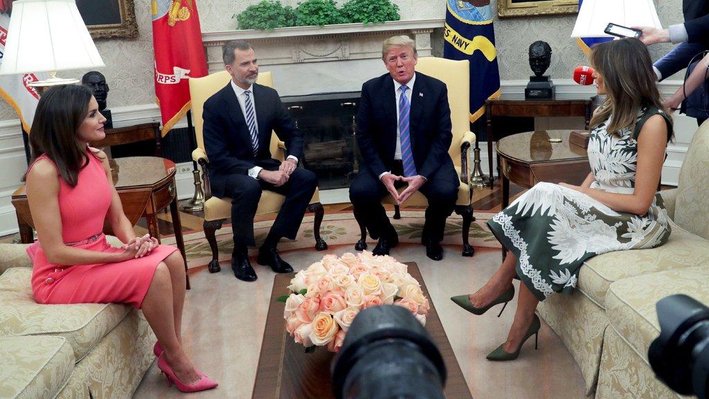 RT @cuatro: Felipe VI y Letizia, recibidos por Donald Trump y Melania en la Casa Blanca https://t.co/WEPIgQG0Xe https://t.co/u0chLR8hUX