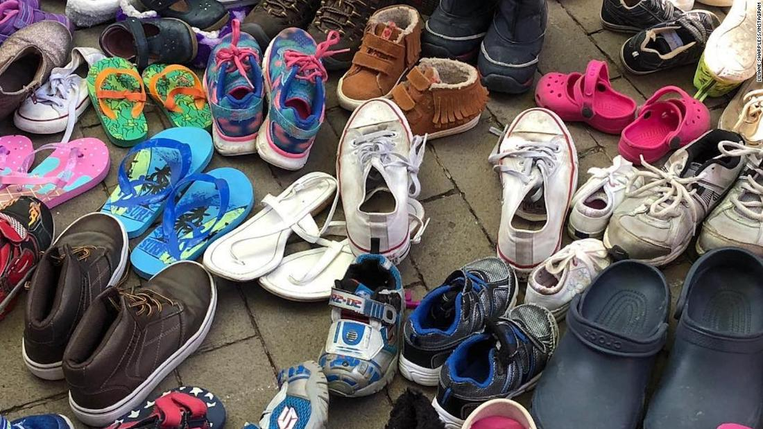 Philadelphia immigration protesters line up empty children's shoes near Mike Pence's hotel https://t.co/AcAqVdpogo https://t.co/fvK3I76r2c