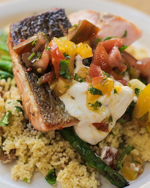 Looking for a simple, healthy, tasty mid-week dinner?   Jamie's Pan-fried Salmon with Tomato Couscous it is. https://t.co/UXS36Yp3H5