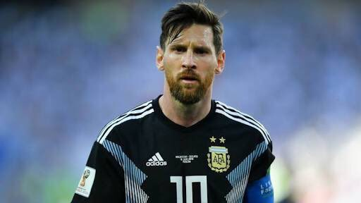 RT @SuperiorZulu: Who's the greatest of all time.  Retweet for Messi Like for Ronaldo   #PORMAR #portugalVsMorocco https://t.co/gomdwCV7iQ