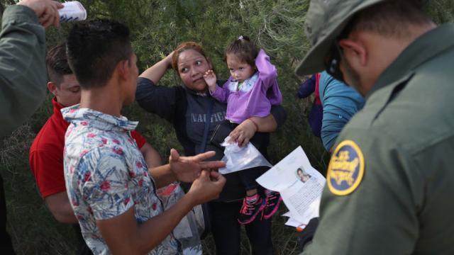 Flight attendant: ICE agent claimed migrant kids on plane were a soccer team https://t.co/KU99vX5zSF https://t.co/bfq6q0YeAY
