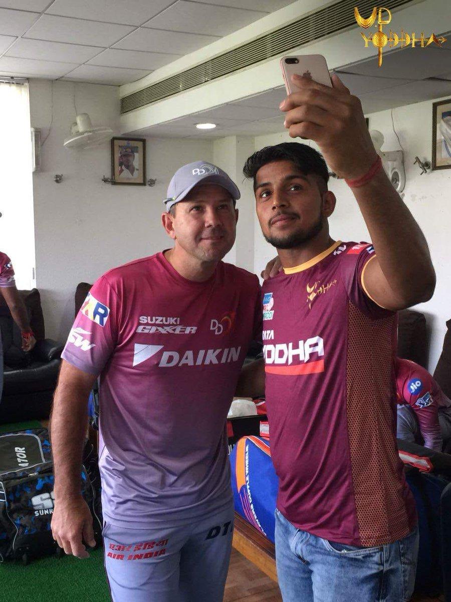 RT @UpYoddha: Celebrating #SelfieDay with @DelhiDaredevils! ??  #YoddhaHum https://t.co/5l581DheMX