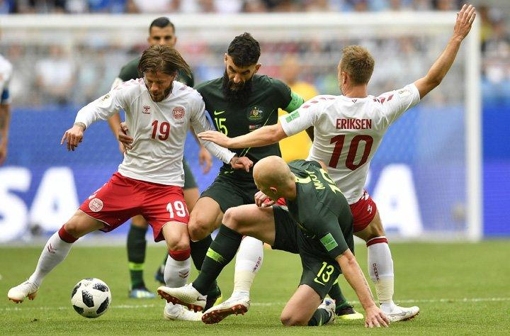 @BroadcastImagem: Com auxílio do VAR, Austrália busca empate contra Dinamarca e segue viva na Copa. Martin Meissner/AP