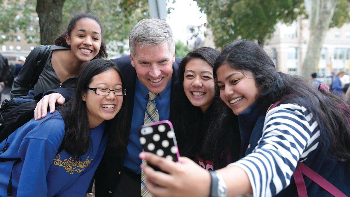 Happy #NationalSelfieDay! Show us your best Pitt selfie 😎 📸 #H2P https://t.co/Ugdn25YTMj
