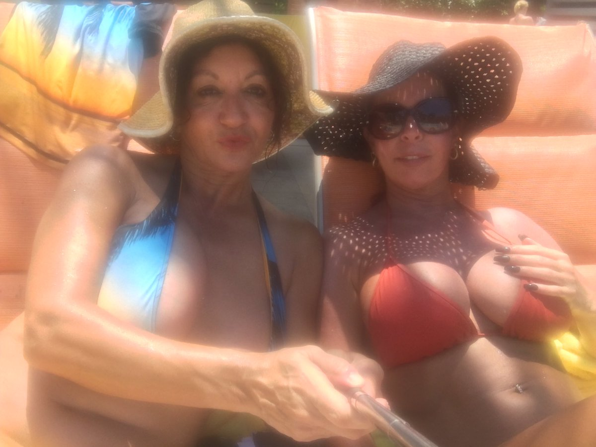 Hanging out with Jocelyn Juliet by the lazy river 27aOlX0Khe