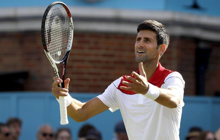 @BroadcastImagem: Djokovic vence Dimitrov e vai às quartas de final do Torneio de Queen's. Kirsty Wigglesworth/AP