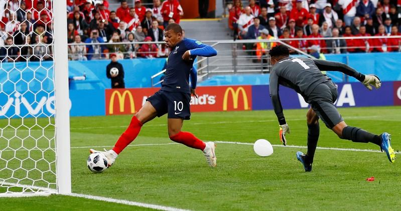 Unconvincing France beat Peru 1-0 to book last-16 place
