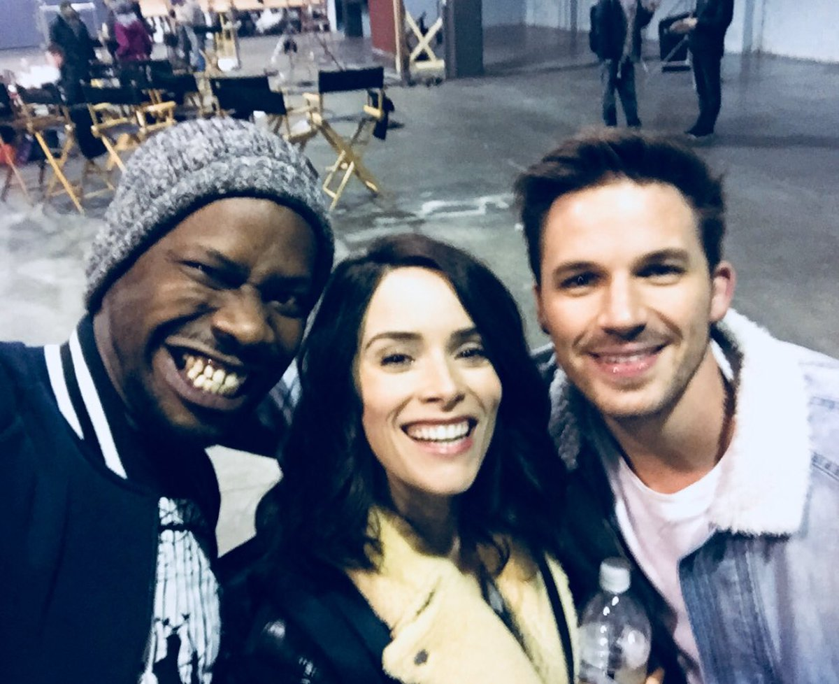 Timeless babies. The moment #TimeTeam met. First day of the pilot. ???? @MattLanter @verbalberappin #Timeless https://t.co/NZxh1rciUC